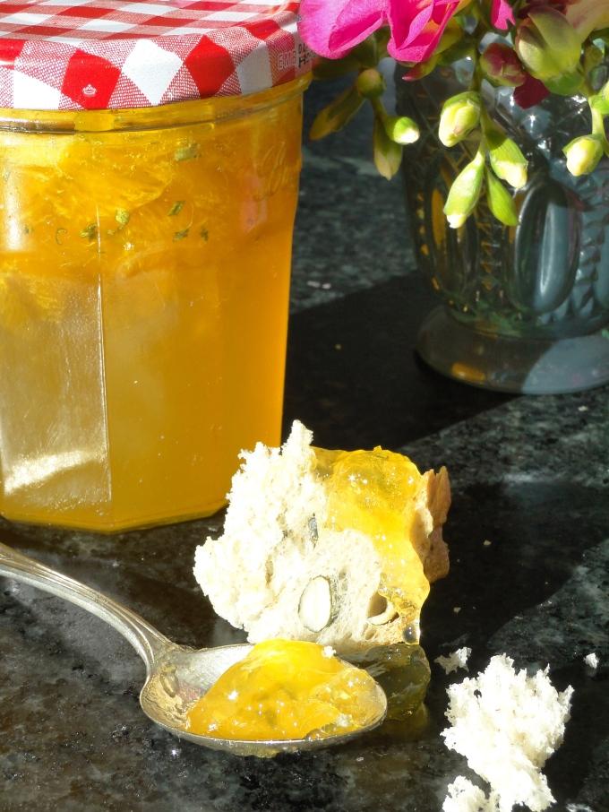 Orangenmarmelade mit Rosmarin