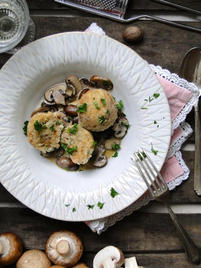 Bavarian bread dumplings - Semmelknödel