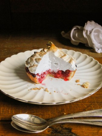 red currant meringue tartlets