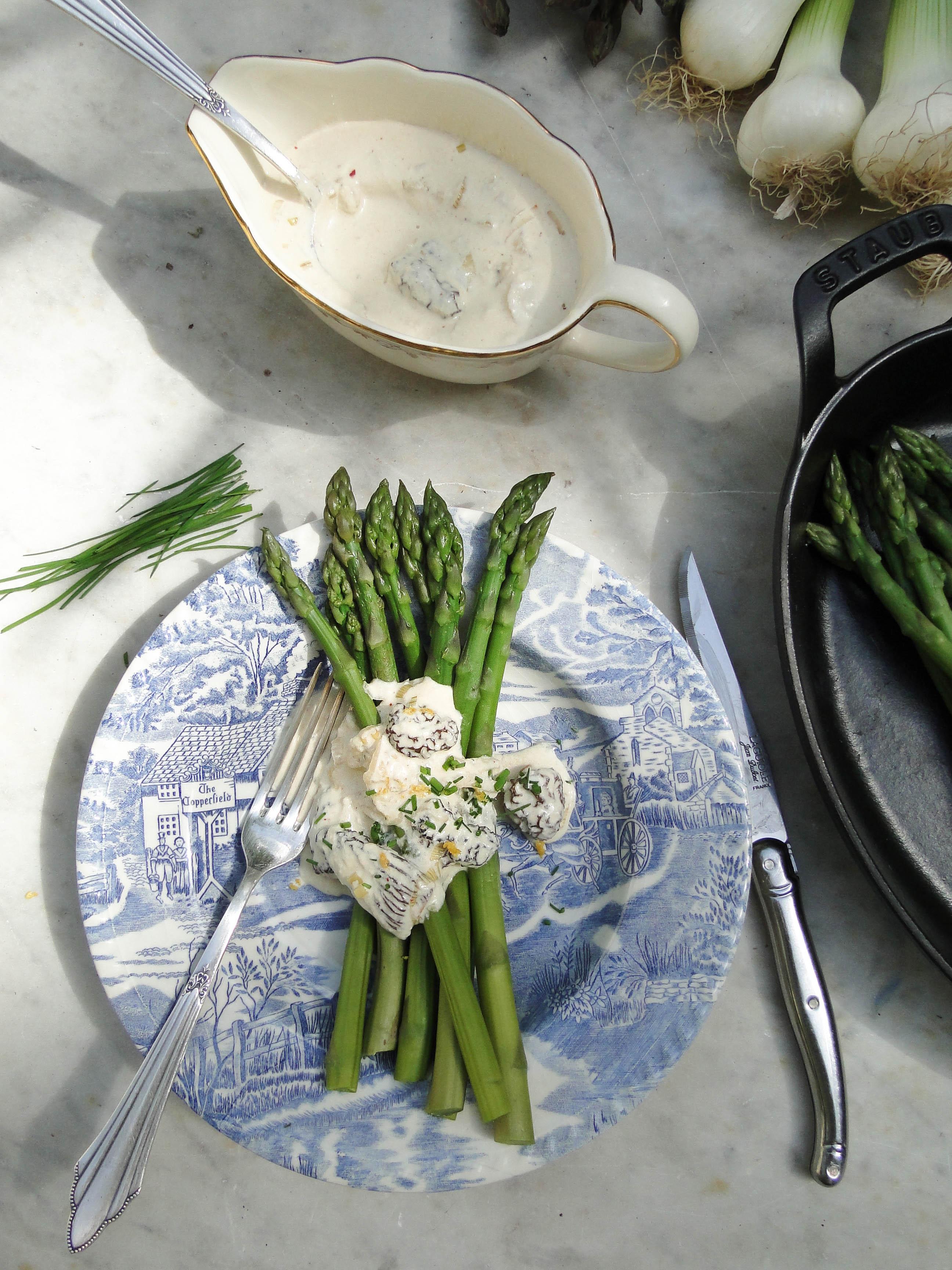 green asparagus morilles