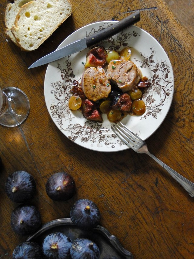 filet mignon grapes figs