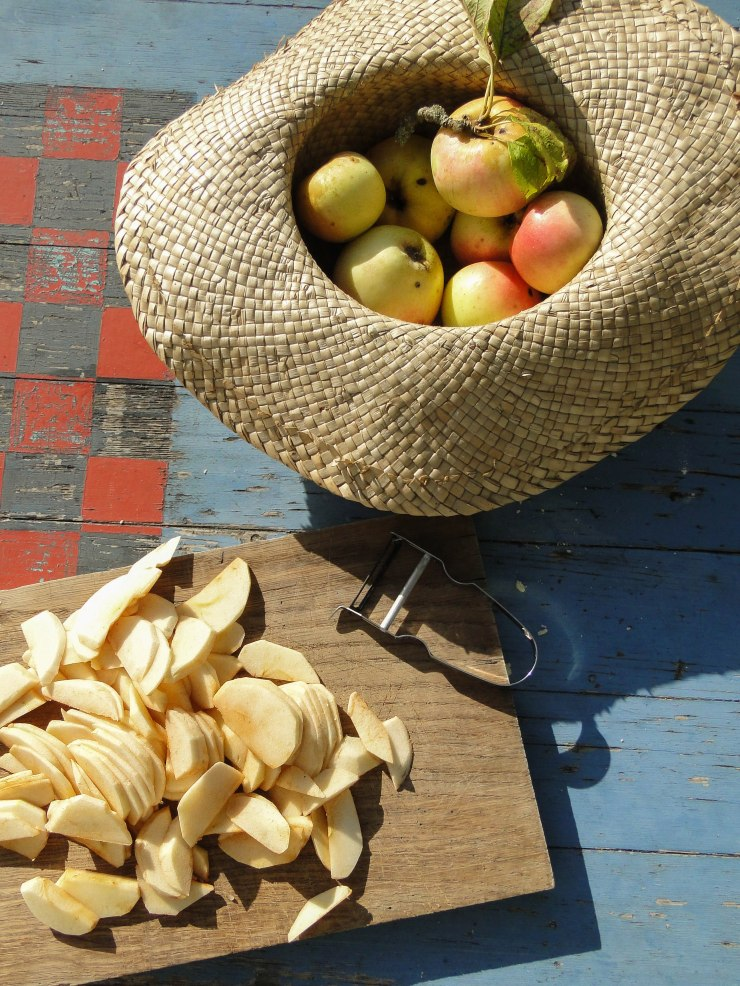 slicing-apples