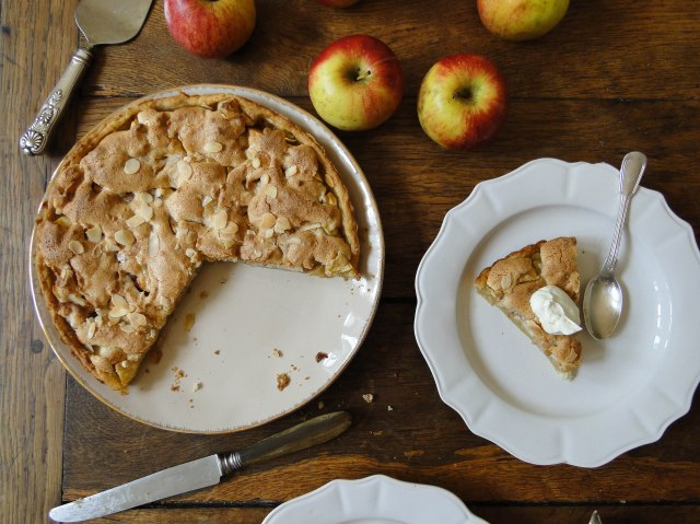 apple marzipan tart-2